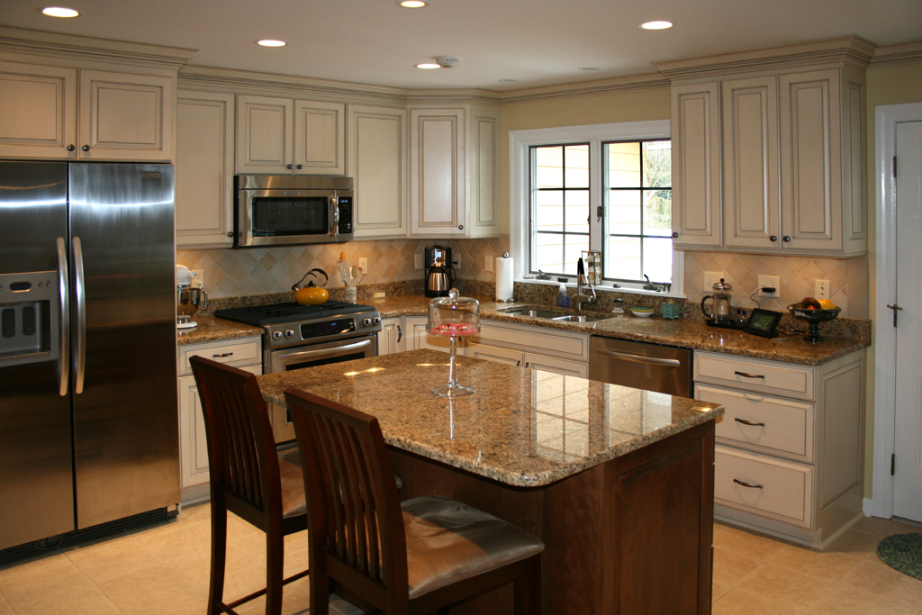 Etonnant St Louis Kitchen Cabinets Kitchen Remodeling   Painted And Glazed Kitchen  Cabinets With Stained Cherry Island